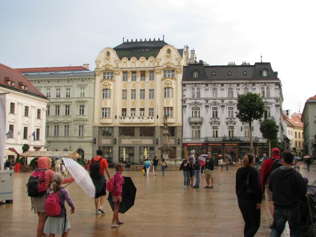 Bratislava Eski Şehir Meydanı - Bratislava Gezilecek Yerler