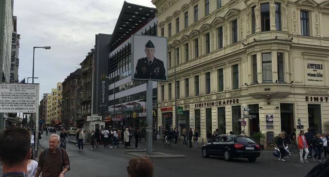 Charlie Checkpoint -Berlin Duvarı - Berlin Gezilecek Yerler
