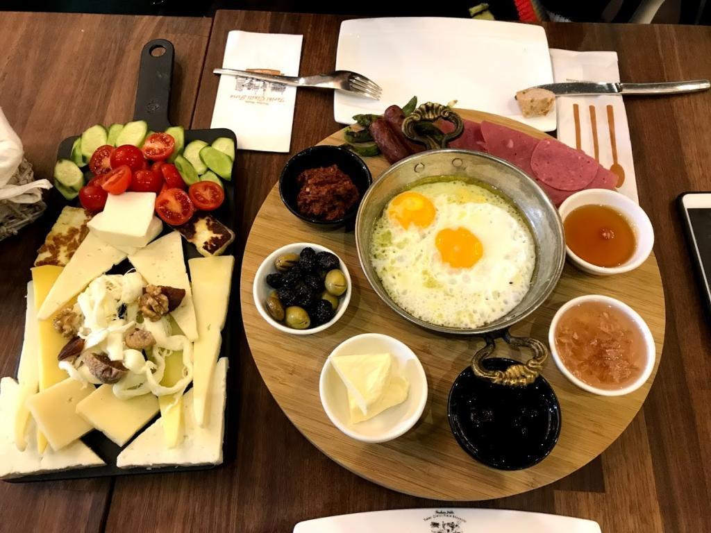 Tarihi Çinili Fırın Kahvaltı