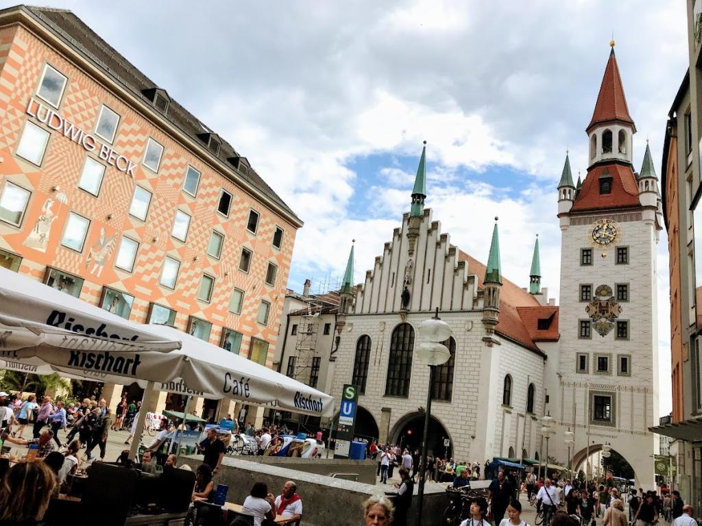 Altes Rathaus (Eski Belediye Binası) - Münih Gezilecek Yerler