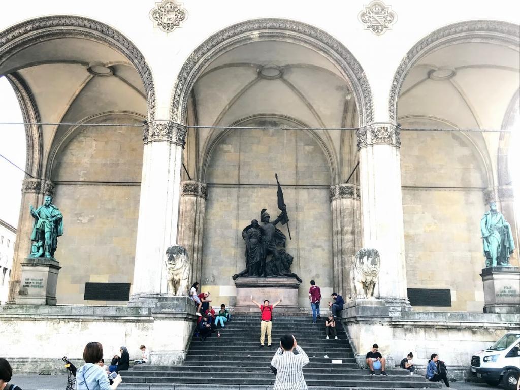 Feldherrnhalle - Münih Gezilecek Yerler