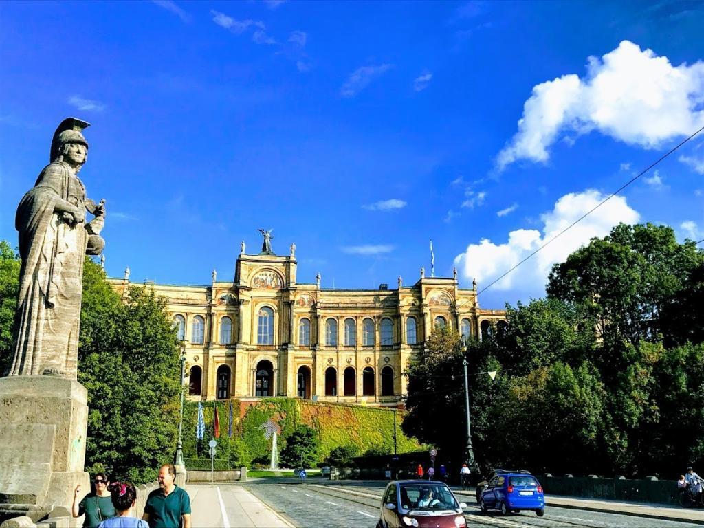 Maximilian Üniversitesi - Münih Gezilecek Yerler
