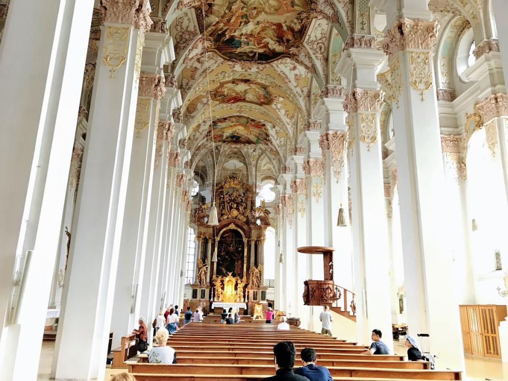 """St. Peter's Church - Münih Gezilecek Yerler"""""""