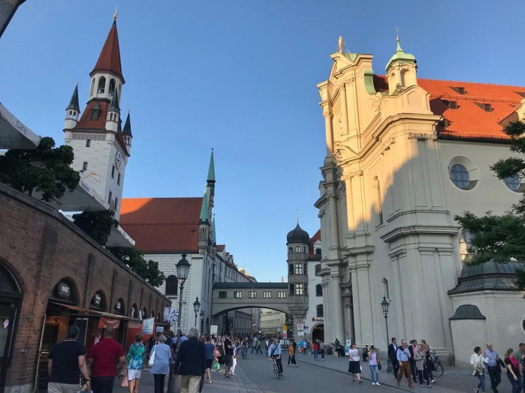 St. Peter's Church - Münih Gezilecek Yerler
