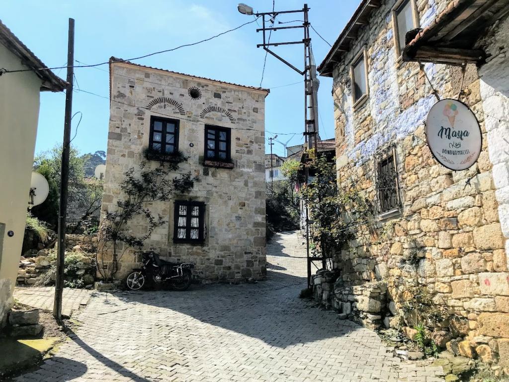 Kozbeyli Köyü - Foça Gezi Rehberi