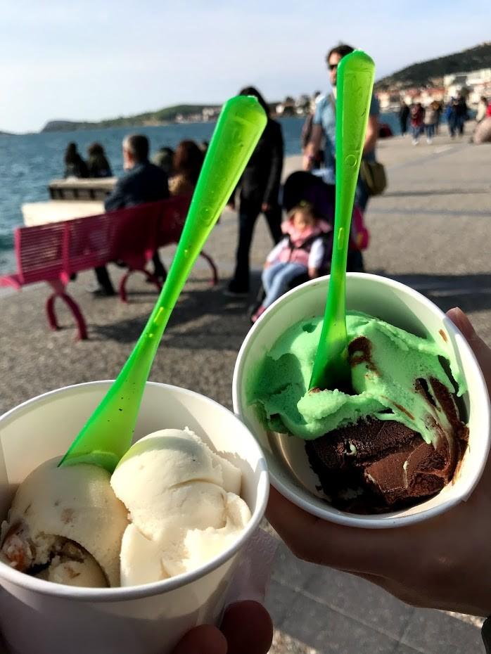 Nazmi Usta Dondurmaları - Foça Rehberi